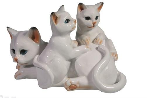 Фигура декоративная Кошка с котятами цвет: белый глянец L17W12H11 см - фото 173685