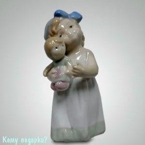 Статуэтка «Девочка с куклой», h=10,5 см - фото 49994