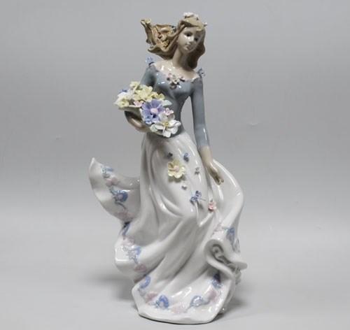 Статуэтка «Девушка с цветами» - фото 54486