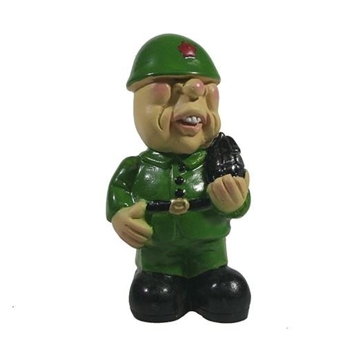 Фигура декоративная Солдат с гранатой L5W4H8см - фото 69857