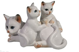 Фигура декоративная Кошка с котятами цвет: белый глянец L17W12H11 см