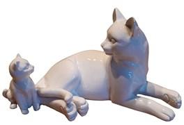 Фигура декоративная Кошка с котенком (белый глянец) L17W9H9 см