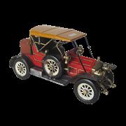 Модель ретро-автомобиля красный с желтым верхом RD-1304-E-3601