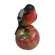Фигура декоративная Снегирь на яблоке чистит перья (акрил) L7,5W6,5H12