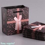 Бумажный подарочный пакет, 22x22x16 см