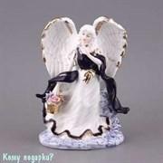 Фарфоровая статуэтка  «Ангел с корзинкой цветов», h=20 см