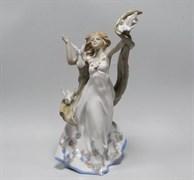 Статуэтка «Девушка с голубями»