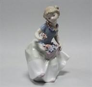 Статуэтка «Девочка с цветком»