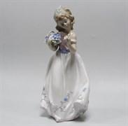 Статуэтка «Девочка с цветами»