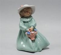 Статуэтка «Девочка с корзинкой»