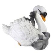 Фигура декоративная Лебедь с птенцами L30W20H23 см.