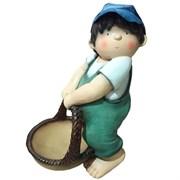 Фигура декоративная Мальчик с корзиной Н38см